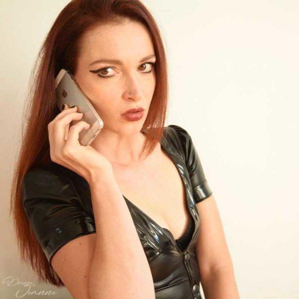 domination au téléphone