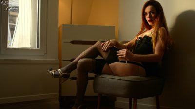 femme en bas nylon et corset