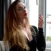 vidéo insultes fumeuse