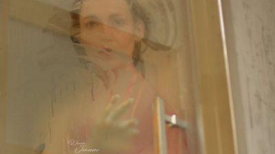 femme qui prend sa douche voyeur