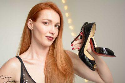 offrir des chaussures à une dominatrice