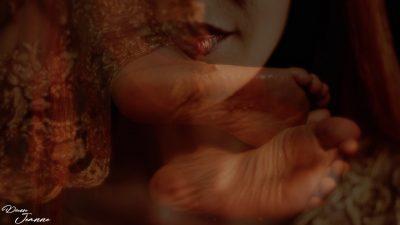 fétichisme des pieds nus mouillés