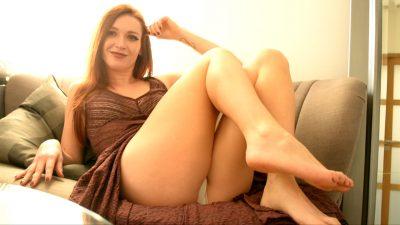 femme en petite culotte blanche sale