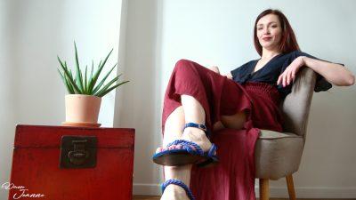 femme en sandales d'été