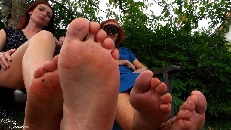 Voyeur pieds mère et fille