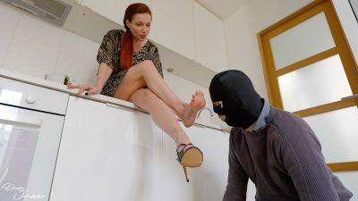 esclave forcé pieds odorants