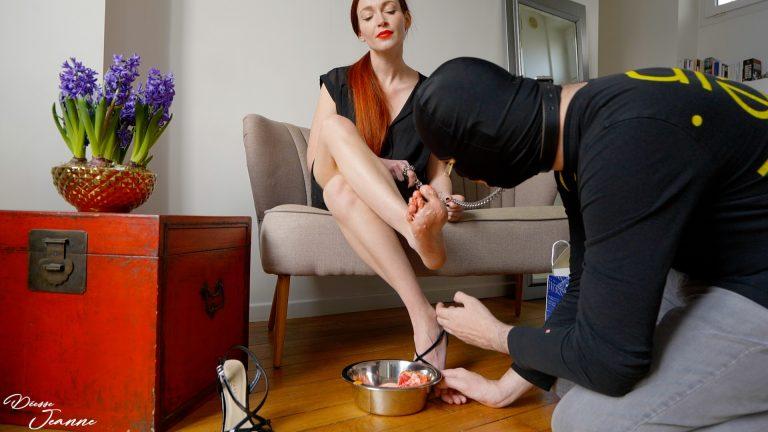 crushing pieds nus