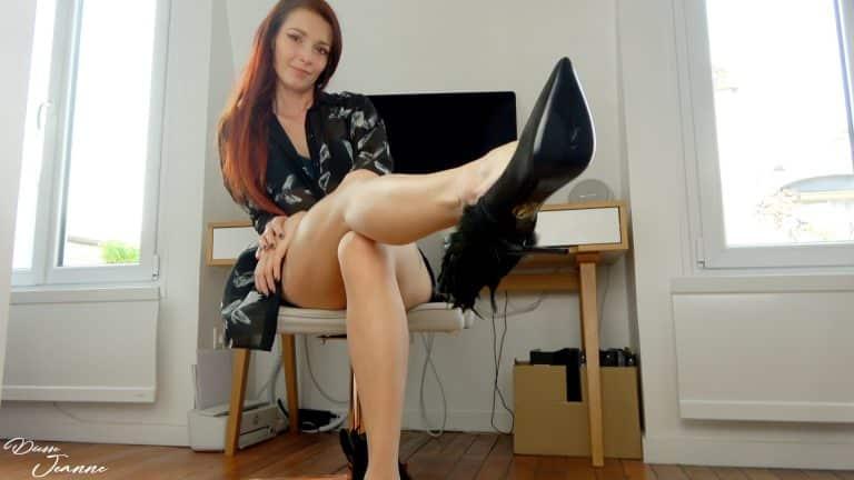 footfetish pieds Deviens l'assistant des pieds de ta boss